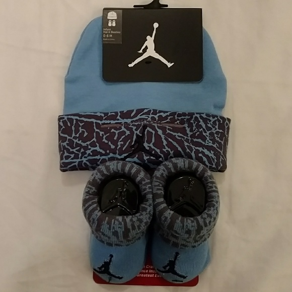 0a096ab83bf27c Air Jordan baby Hat   Booties Set NWT